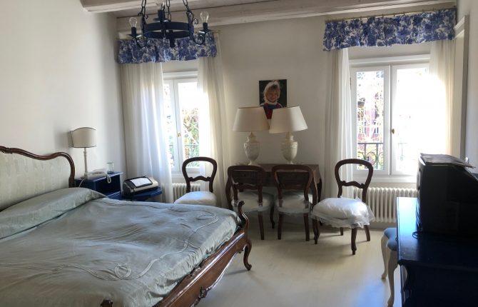 07. Camera sottotetto azzurra 1